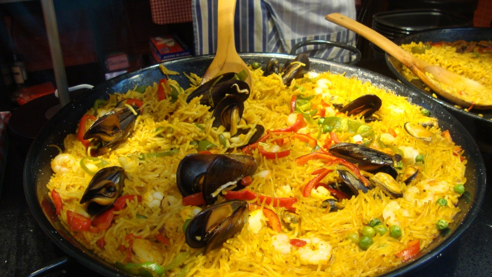 Paella at the market