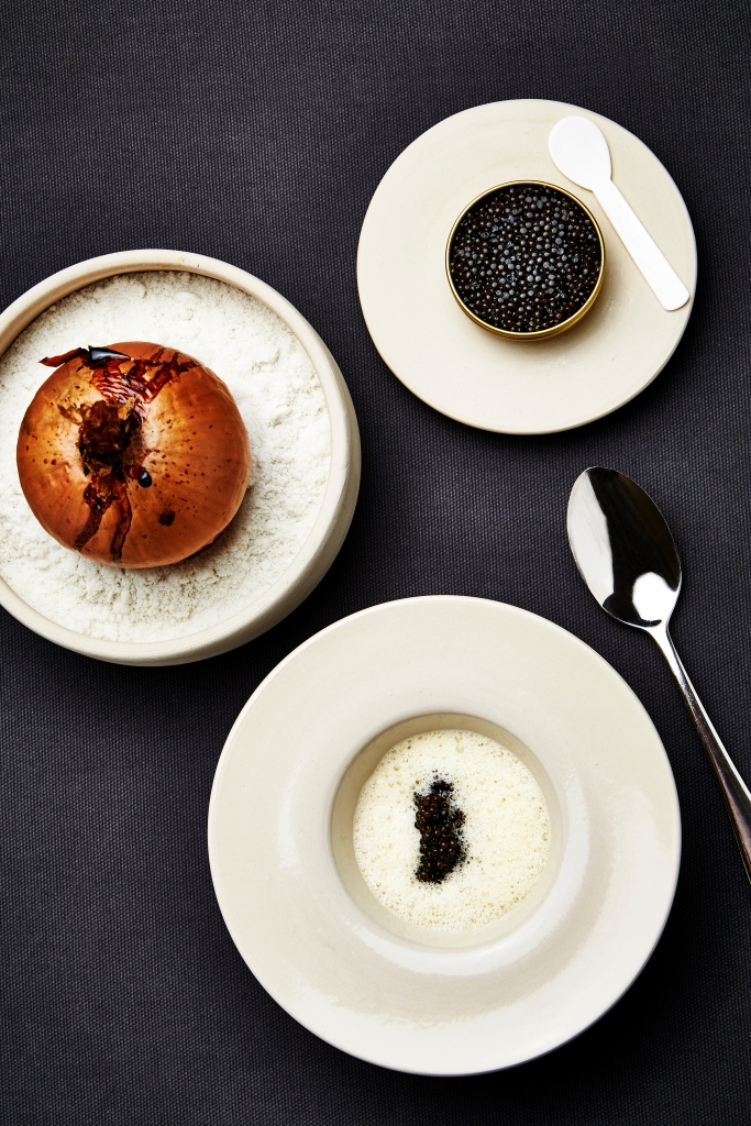 Baked onion with caviar and elderflower