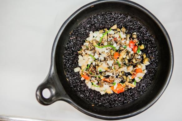 Riz noir, coquillages et poulpe en chamba